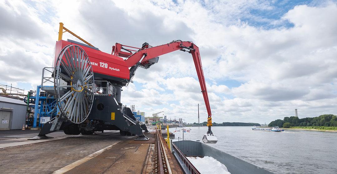Salz-Transport auf dem Rhein mit Wasserstoff