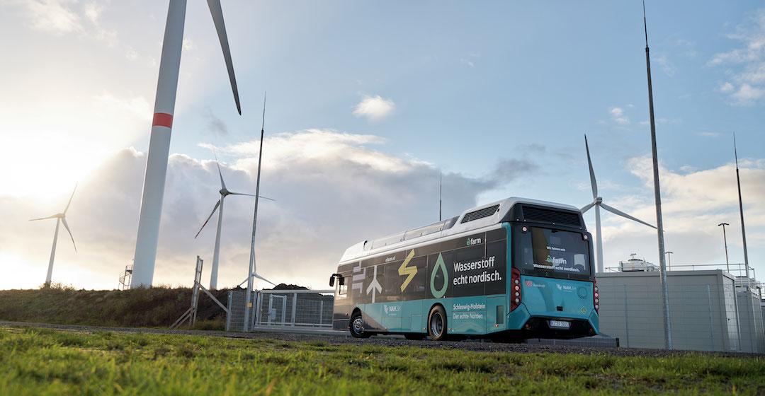 GP Joule übergibt Wasserstoffbusse an DB-Tochter Autokraft