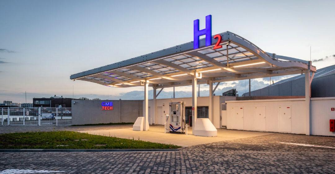 CMB.Tech eröffnet multimodale Wasserstofftankstelle und präsentiert Wasserstoff-Lkw